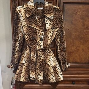 Cache Leopard trench Coat Size 6